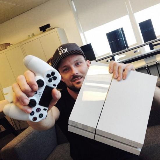 Foto af Orgi-E og Playstation